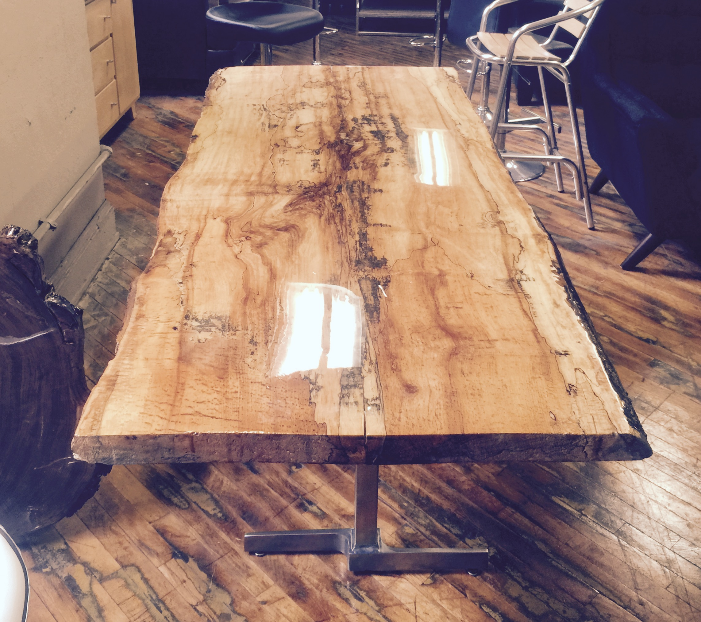 live-edge-maple-glossy-table